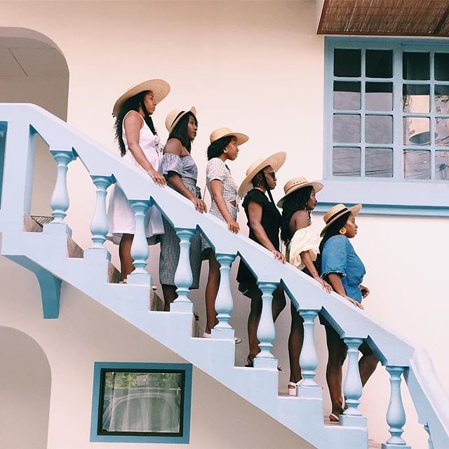 """""""My community and the people in my circle have always been able to talk me off the ledge. They remind me that I have all it takes to achieve my goals"""" - @cierrajavon  Y'all! I can't stress it enough! It's important to have the right people in your corner!! Loving this pic featuring @thedailyseyi @thevicstyles @pinkcouchgirl @yvettecorinne @thainamadere @patrice.madere 💕😍🔥🙌🏾"""