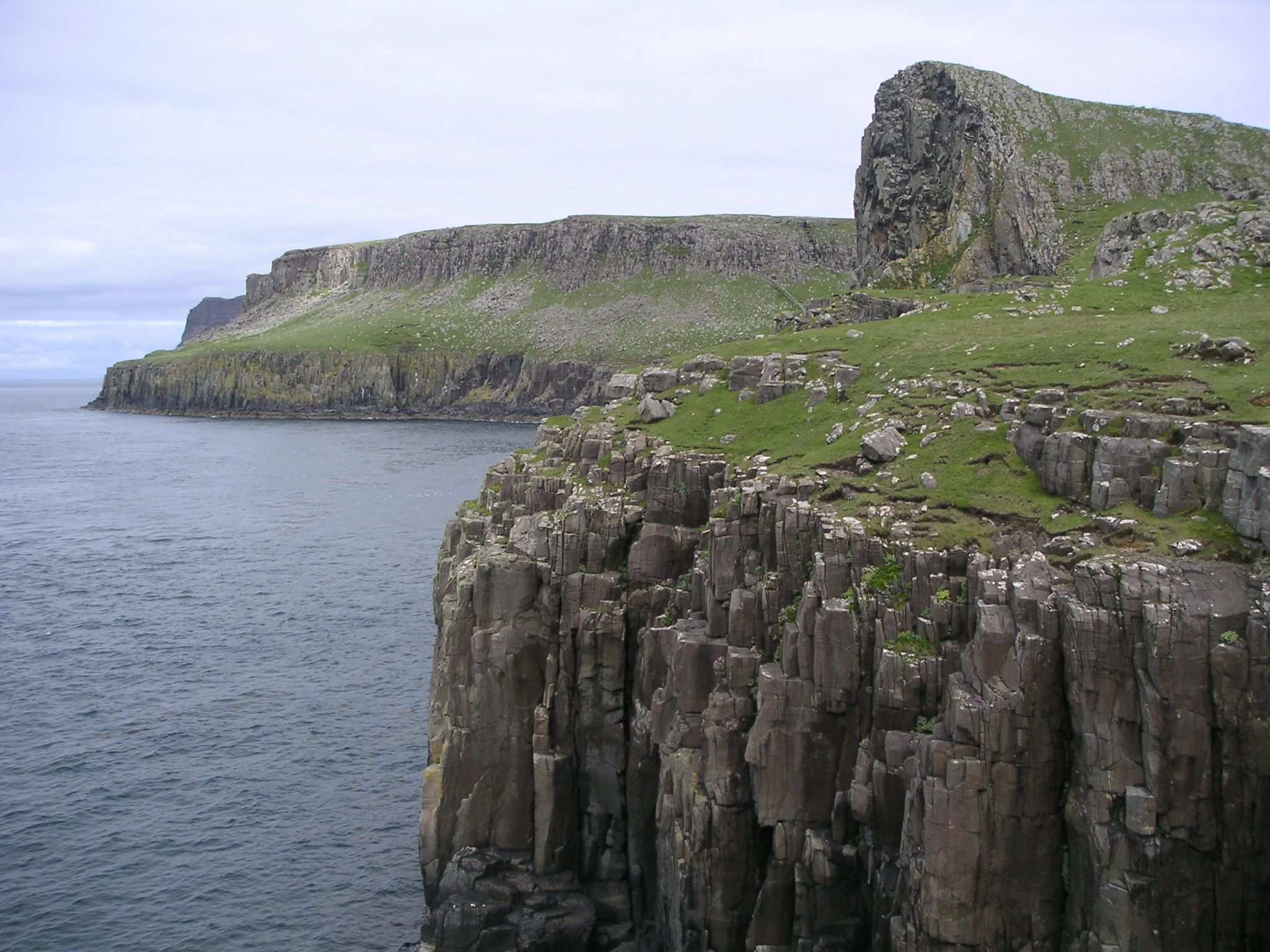 Scotland_Skye_cliffs.jpg
