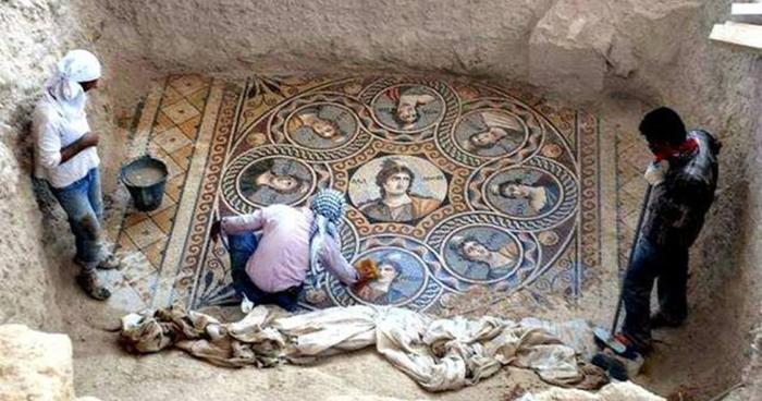 ancient-greek-mosaic-excavation-zeugma-fb__700.jpg