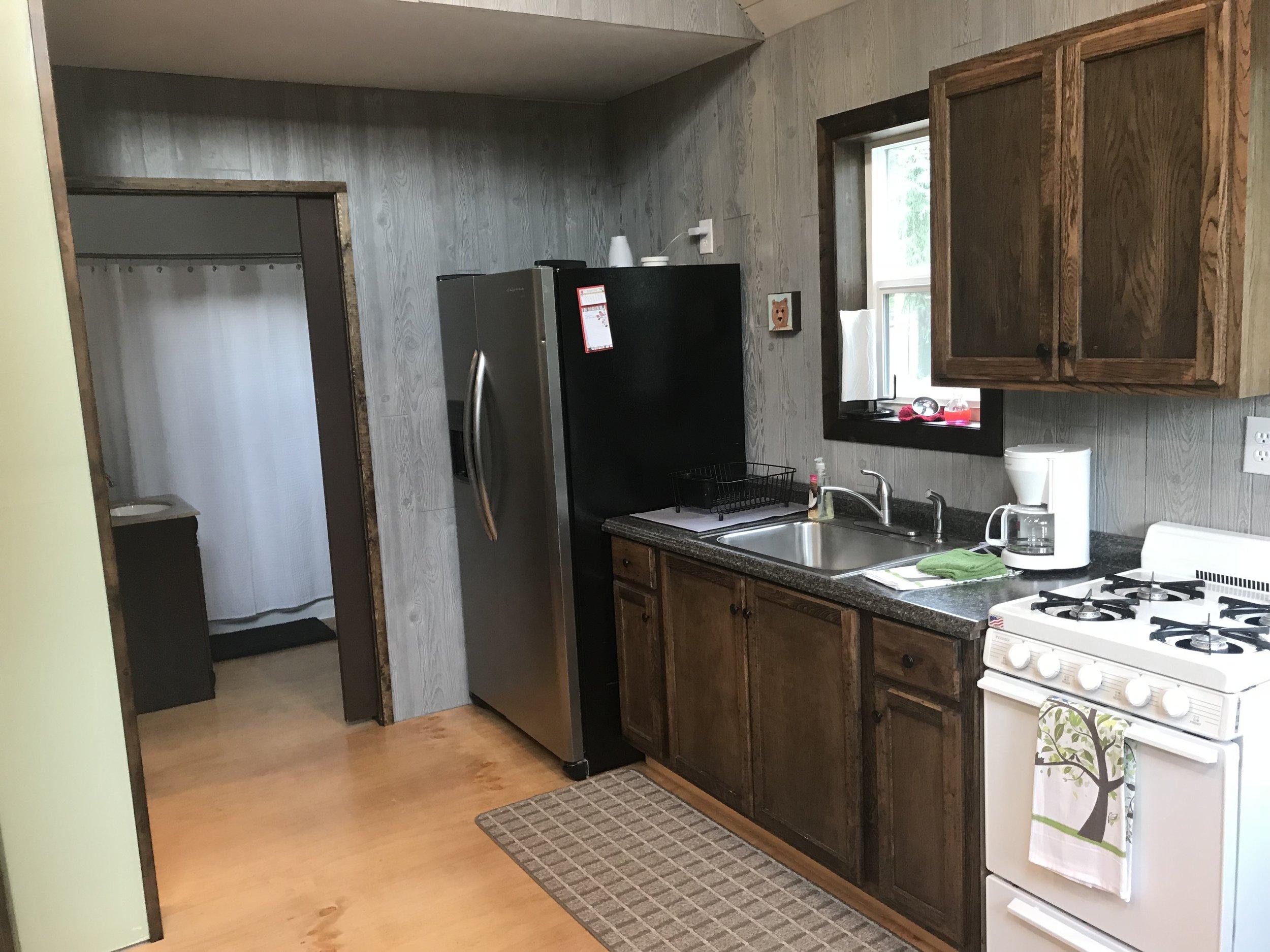 Full kitchen and big fridge.