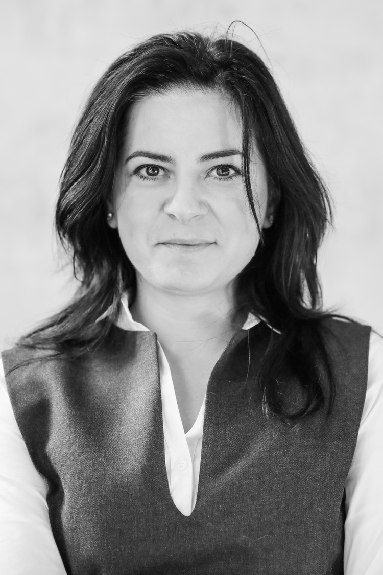 Mona Marin, Business Manager