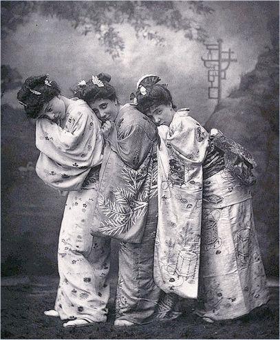 ThreelittlemaidsLondon1885.jpg