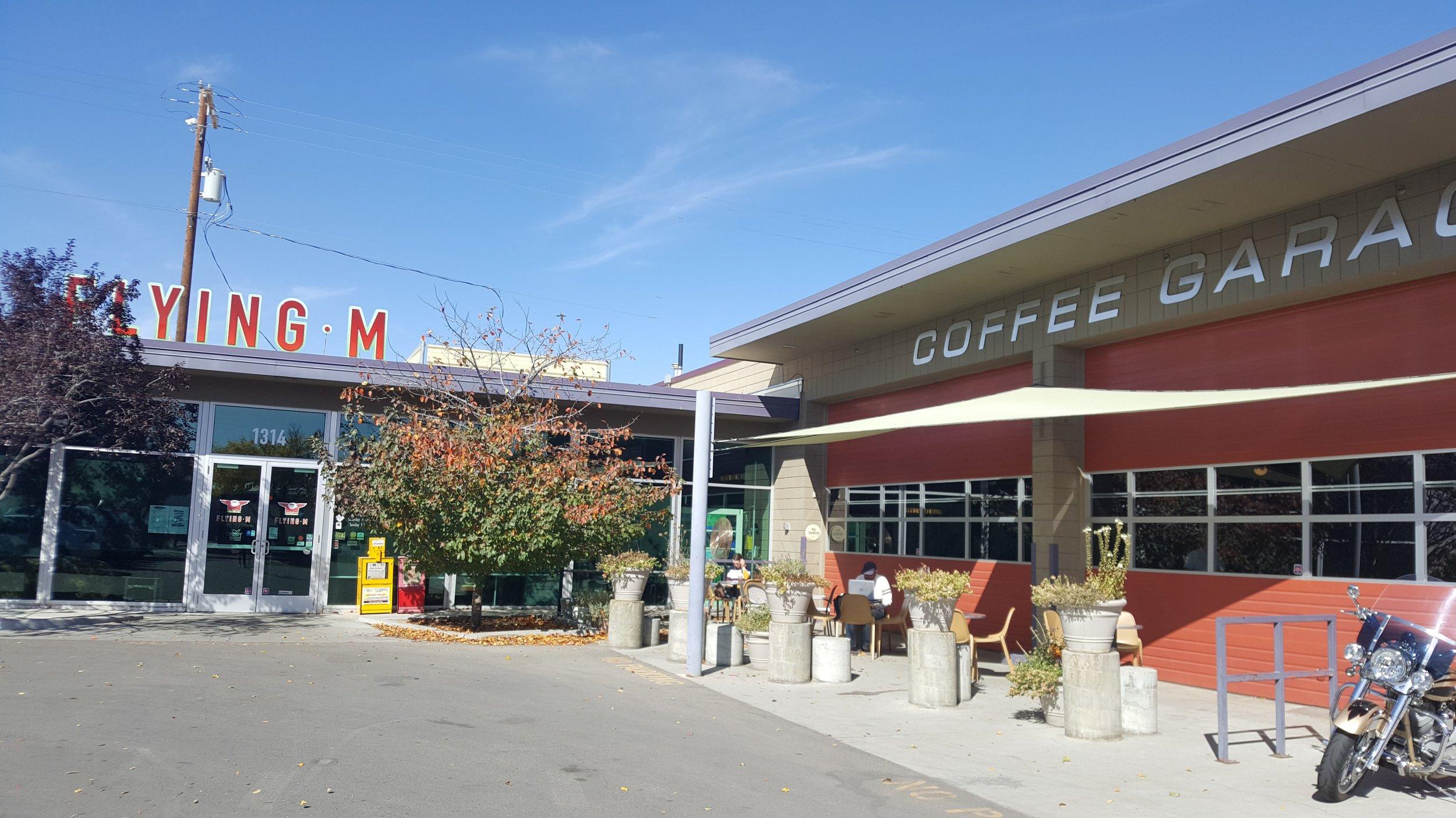 m garage cafe2.jpg