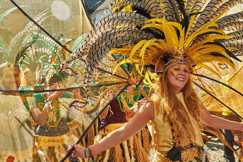 N06_Carnival_Girl_web.jpg