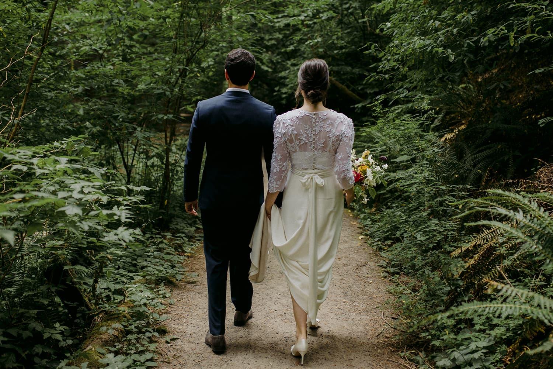 portland-hoyt-arboreturm-flowers-bride-groom.jpg