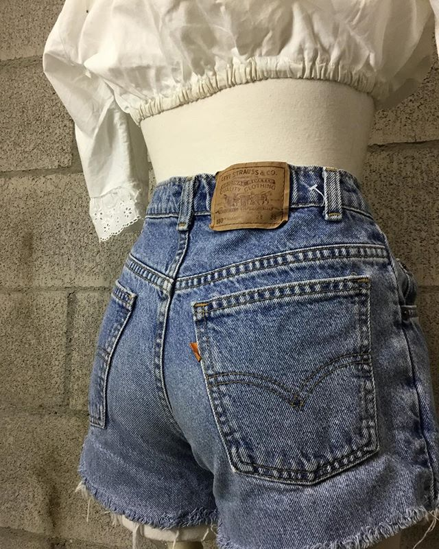 Top: - Contemporary crop top: $8  Bottom: - 80's vintage Levi's denim shorts (28 waist): $24  #anastasiasvintage #vintageclothingberkeley #buyselltradeclothingberkeley #cashforclothesberkeley #anastasiasnewandusedberkeley #vintagetradingtelegraph