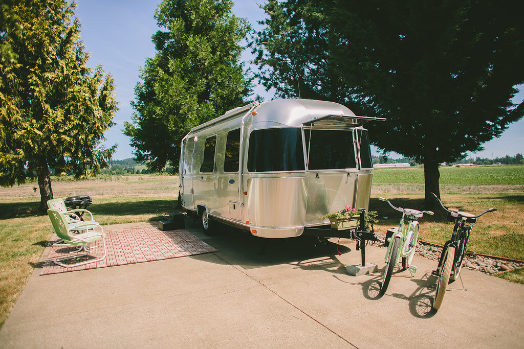 The Airstream Bambi we stayed in, complete with cruisers. Photo by  The Vintages .
