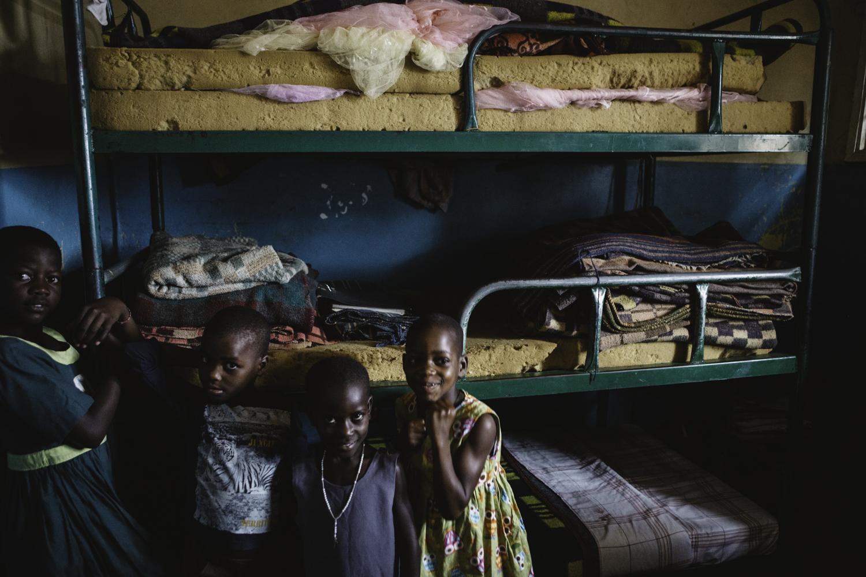 sarah-danielle-photography-Uganda-Orphanage-160.jpg