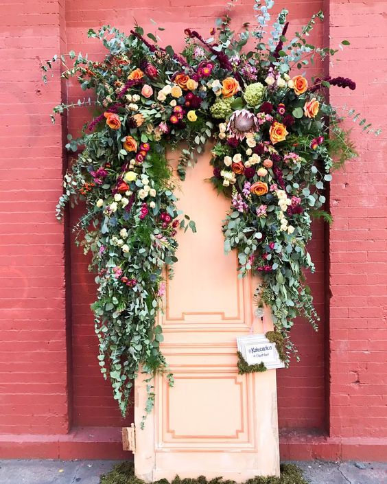These floral colors are EVERYTHING! And again, digging the eucalyptus.