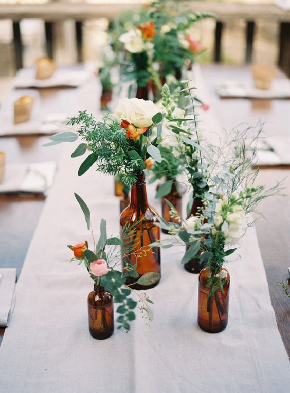 Such simple yet impactful table decoration! I love eucalyptus & it'd make arrangements super affordable, which is even better!
