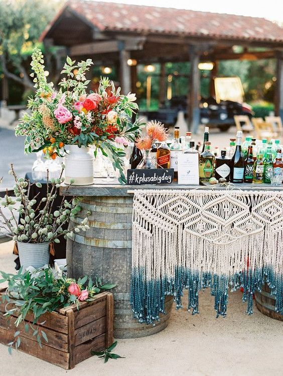 This dip-dyed macramé table cover is so fun (and DIY-able)!