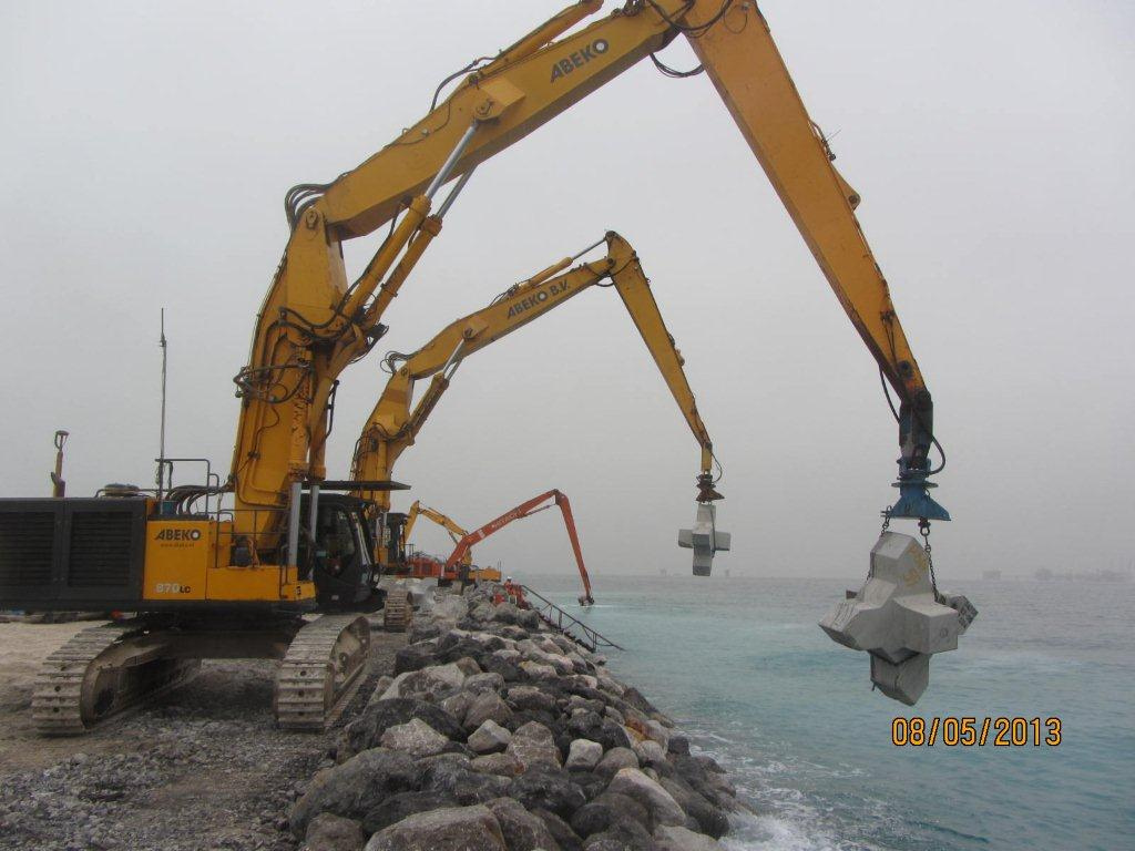 X-Bloc-breakwater-construction.jpg