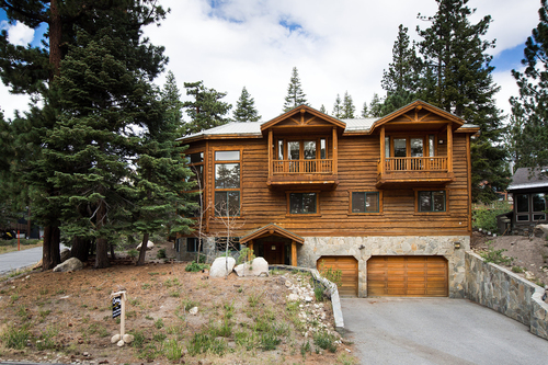 SOLD 9/26/2016    $1,100,000 230 MONTEREY PINES ROAD, MAMMOTH LAKES 93548