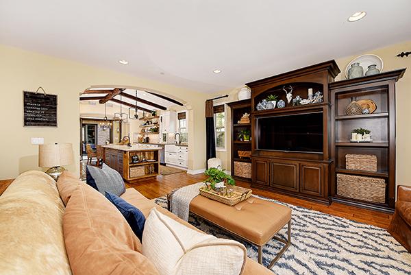 Interior010.jpg