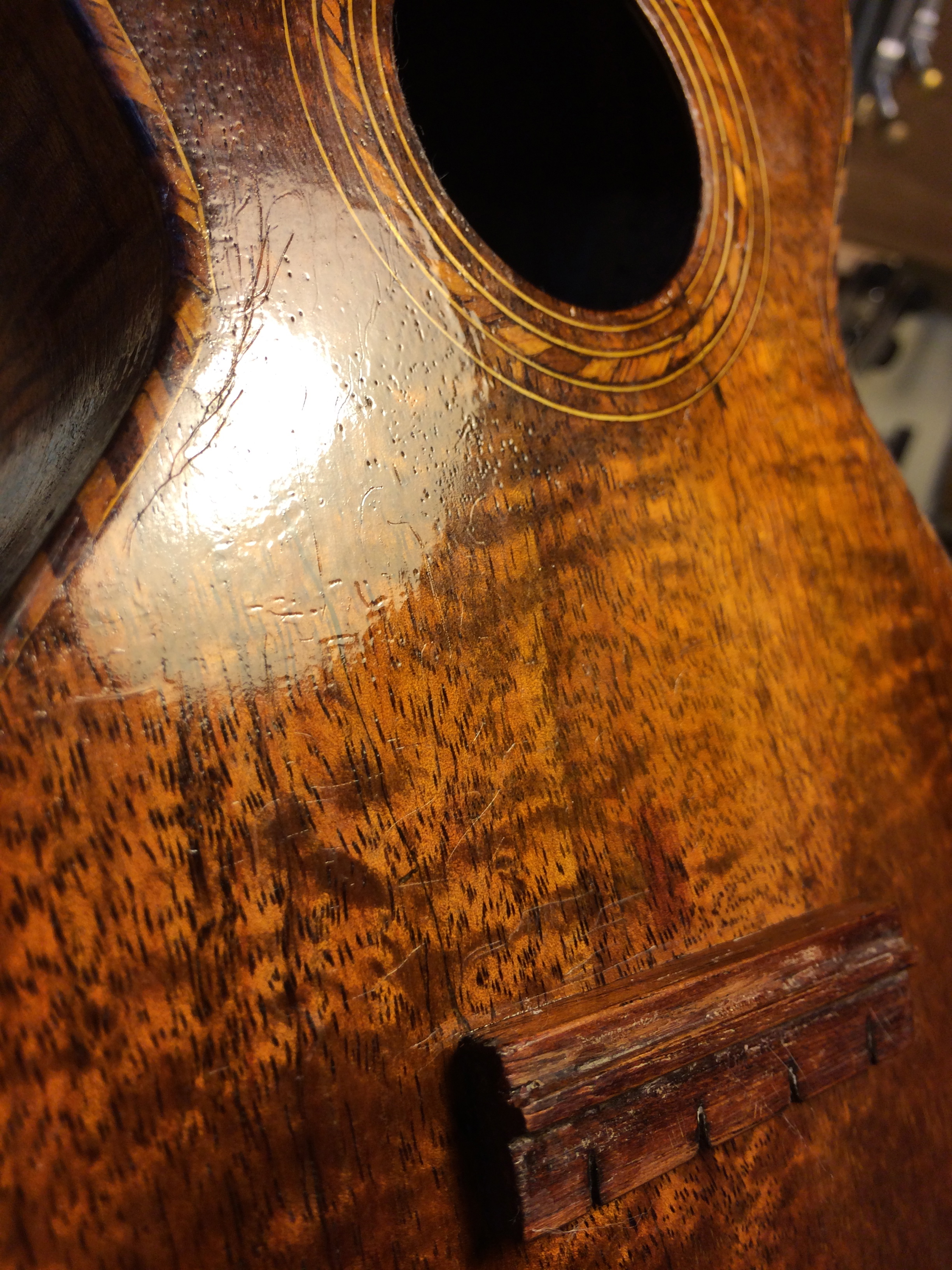 An antiqued finish to match the rest of the ukulele, which is in surprisingly good condition.
