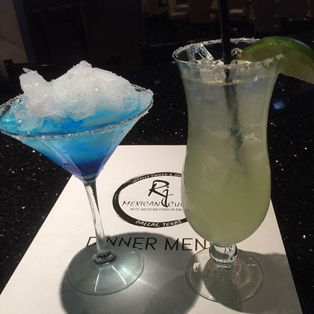 #Cheers to the #weekend!🍸🍹 #tgif #drinks #cocktails #liquor #drink #alcohol #margarita #yummy #delicious #thirst #thirsty #drinking #drinklocal #drinkup #instagood #happy #enjoy #picoftheday #dinner #friends #mexican #food #enjoy #bestoftheday #foodie #dallas #restaurant #bar #rjmexicancuisine