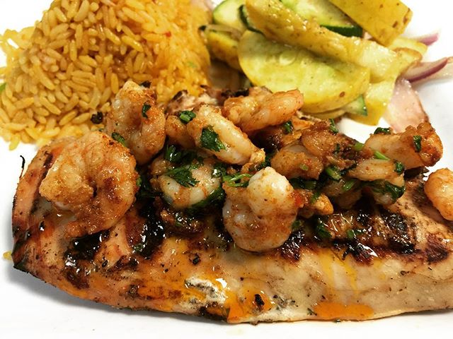 Grilled #chicken topped off with #garlic #shrimp🍤 served with red #rice & sautéed #veggies.... enough said!  #mexican #food #tuesday #lunch #dinner #foodie #foodporn #nomnom #yummy #foodstagram #instafood #instagood #foodgasm #foodpics #hungry #happy #enjoy #bestoftheday #picoftheday #eat #eating #goodeats #dallas #restaurant #rjmexicancuisine