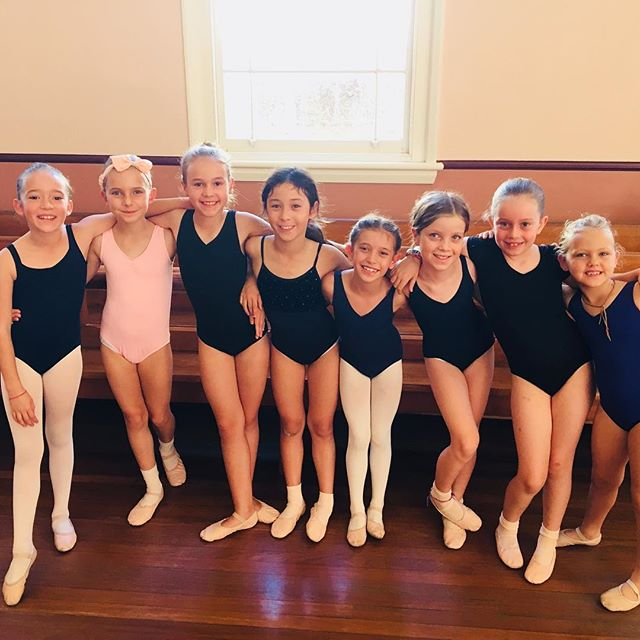 🌼 Saturday Ballet with these beautiful smiling faces... What a lucky teacher I am 😊 #grateful #smilingstudents #bigsmiles #coogee #saturdayballet
