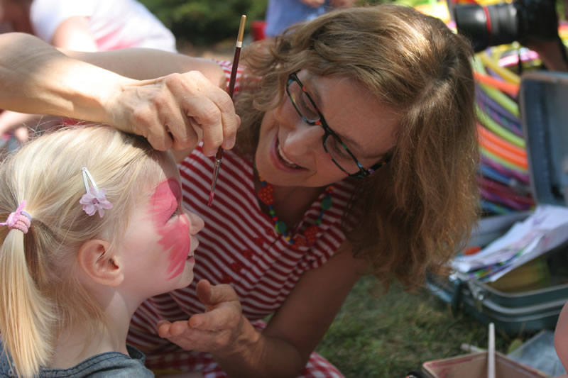 "Miss ""T"" Face Painting"