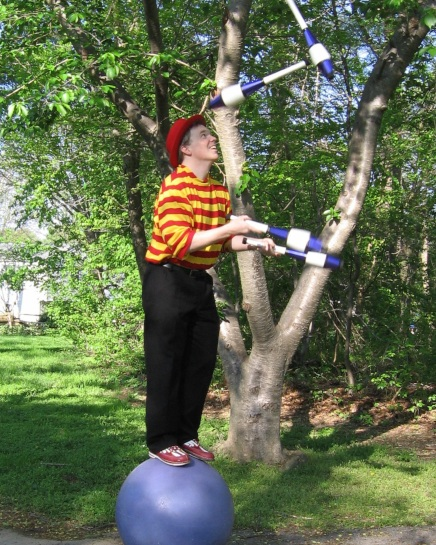 Juggling Entertainer
