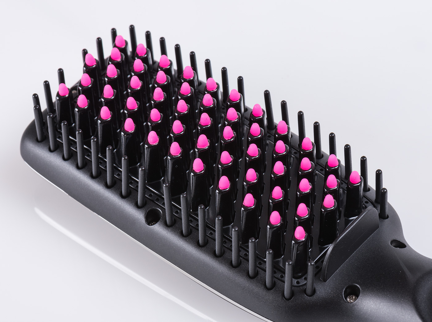 TF_Beauty_Pinkbrush_02.jpg