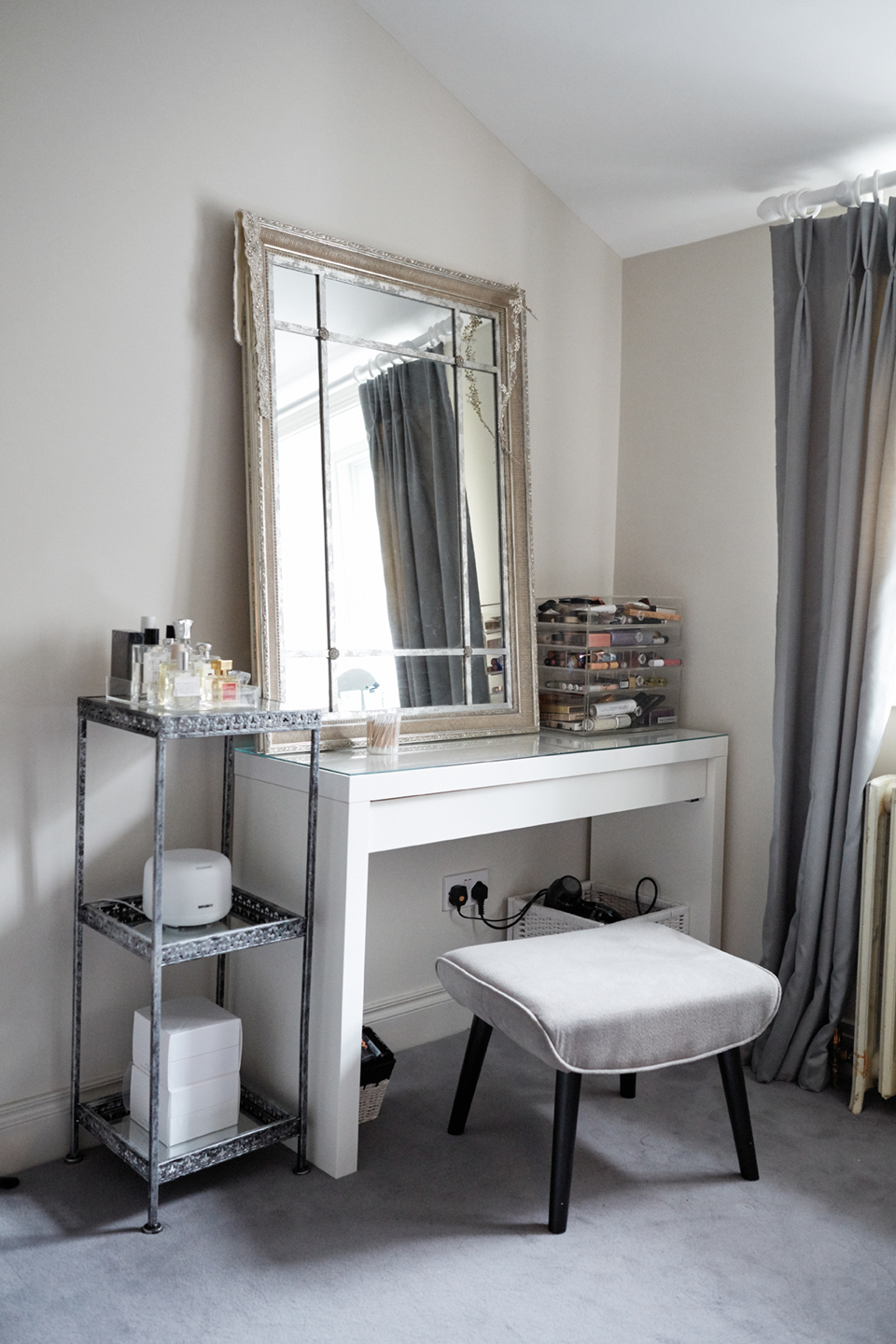 Dream beauty storage dressing table