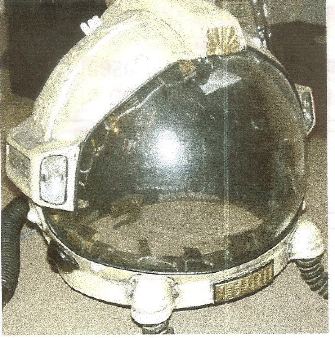 - The ducting on the outside of the helmet was functional and necessary for ventilation, but the addition of all sorts of `Greeblies` which were incorporated into the vacuum formed helmet shells, really transformed the appearance.It was now a sophisticated piece of space technology and even the addition of a couple of bicycle lights at the ends of the ducts, did not detract from the illusion.Helmet clamping rings that locked into the rest of the space suite were made from rigid polyurethane incorporating metal locking clasps.
