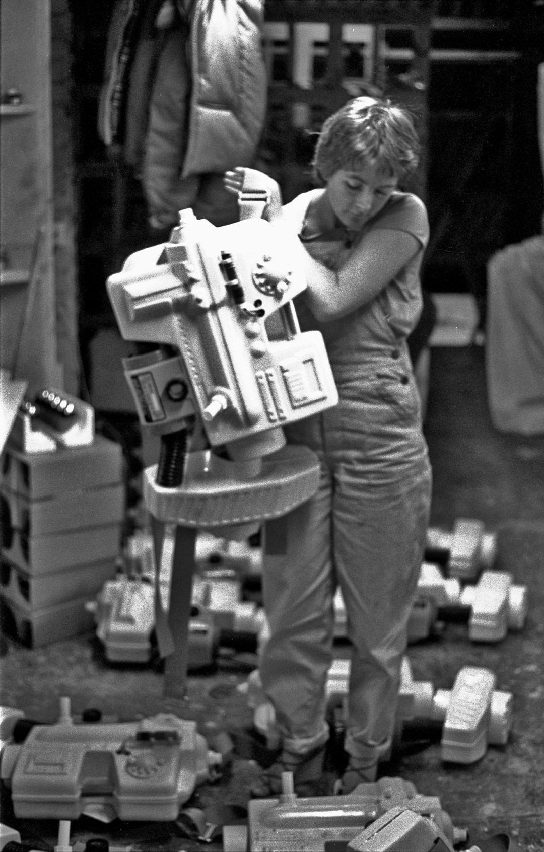 - Back Pack production required about 70 units to be supplied.Mary Lee was on Back Pack assembly. All the crew had to be very adaptable but industrial clothing was not a company policy.Check out Mary`s rather nice, delicate high heeled sandals.Mary`s other talents were with furnishing fabrics, and as we also supplied the boots and gloves for the production, she was quite a useful member of the crew.