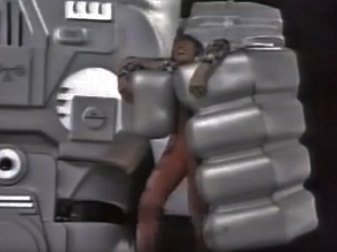 - With Quincy firmly in the grips of the robot, Tommy Steele played the part well.
