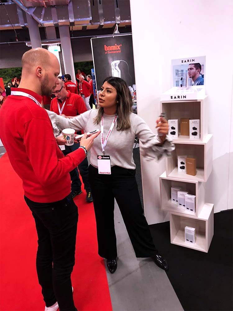 SAMIRA FOR EARIN   During Media Markts internal exhibition, our Buddy Samira demonstrated true wireless headphones - Earin.