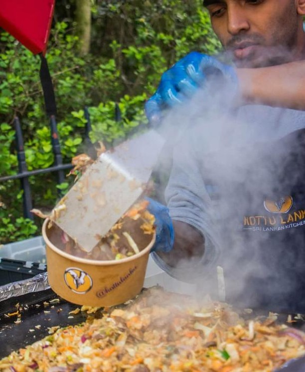 Street food in action - @kottulanka serving up the best authentic Sri Lankan food - check them out every Sunday at the market!⠀ ⠀ #victoriaparkmarket #victoriapark #londonmarkets #eastlondon #instafood #londonfood #streetfood