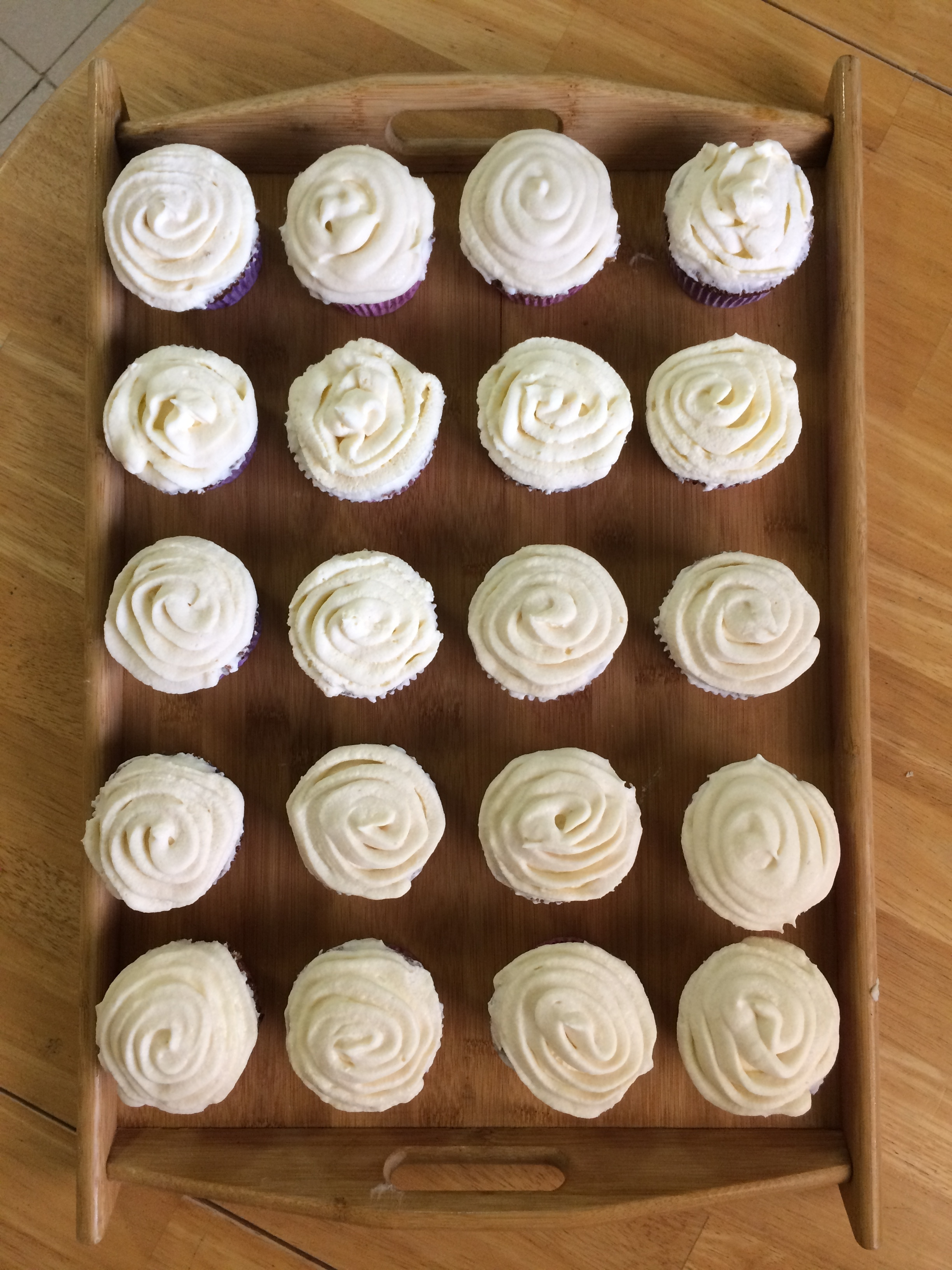 I'm learning the ropes of baking in Cuba with these butternut squash cupcakes with cream cheese frosting.