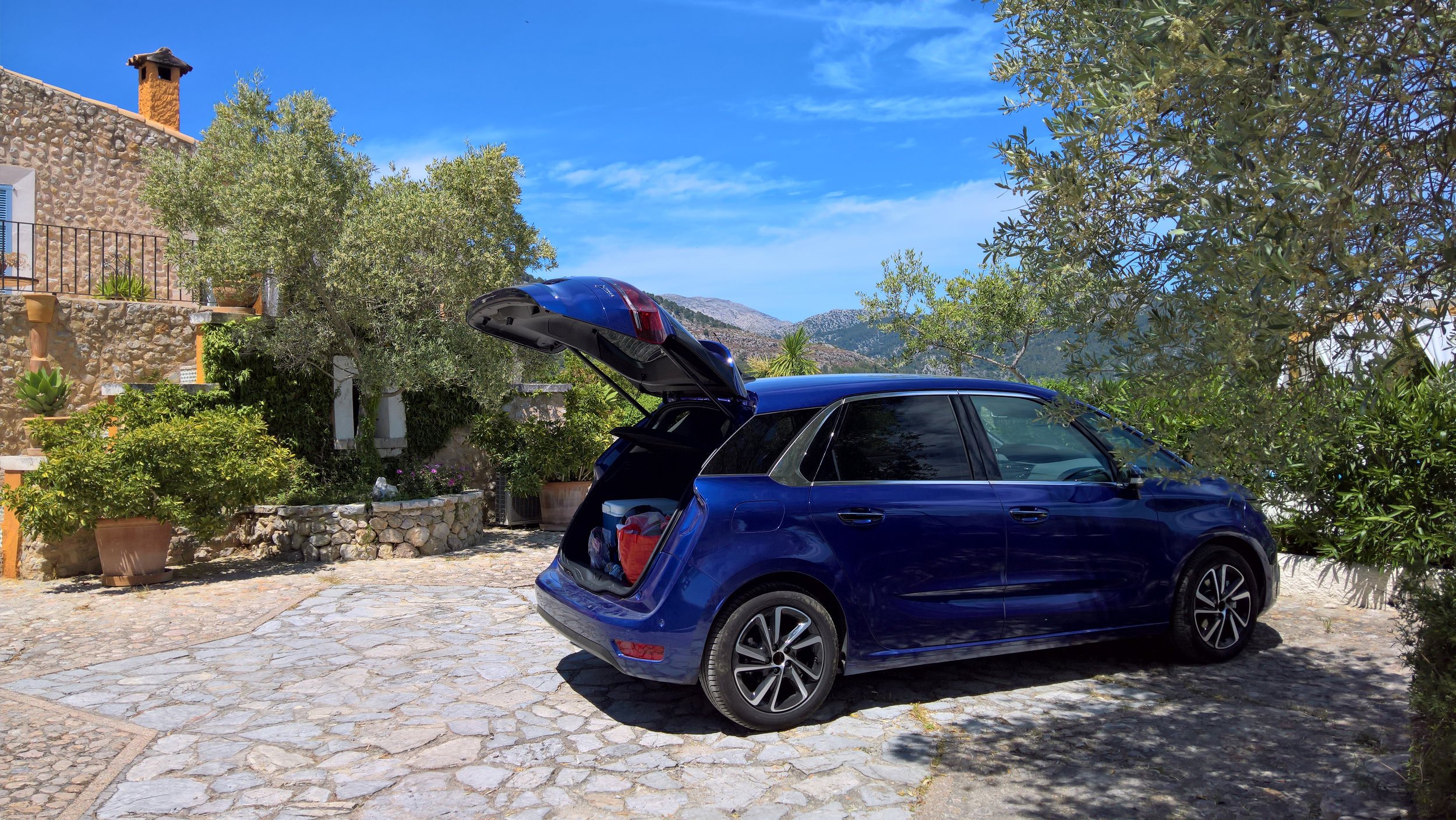 We've arrived! This was a Citreon Picasso C4, lots of room and very easy to drive round Majorca!