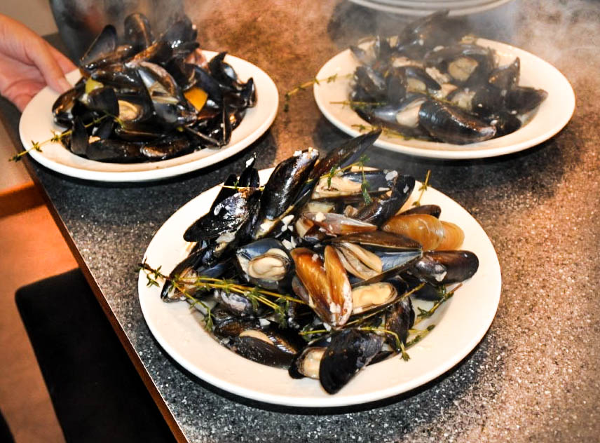 cooked mussels.jpg