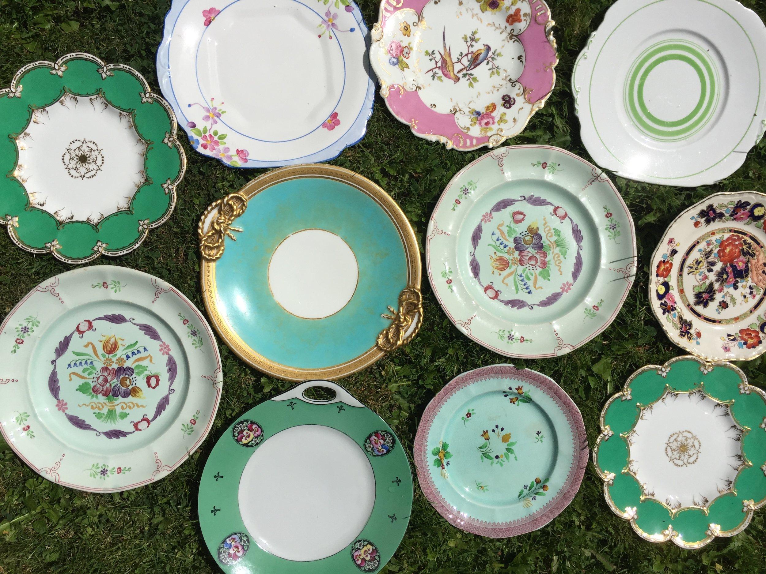 Many saucers