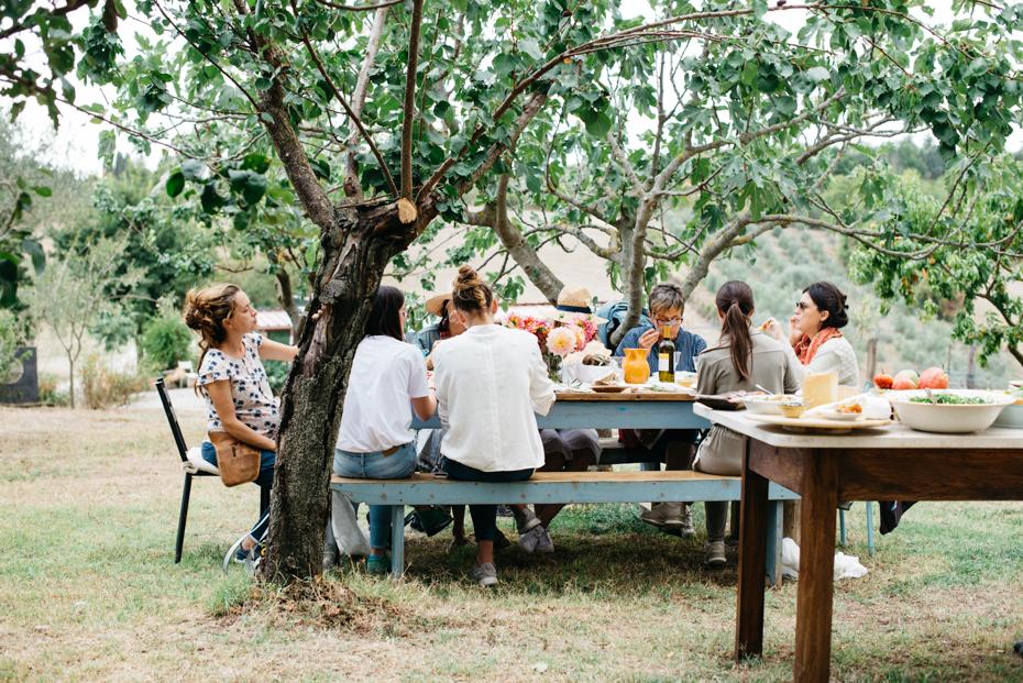 prima della parte pratica dedicata alla composizione il gruppo si rilassa e gode il delizioso buffet di mamma Beatrice