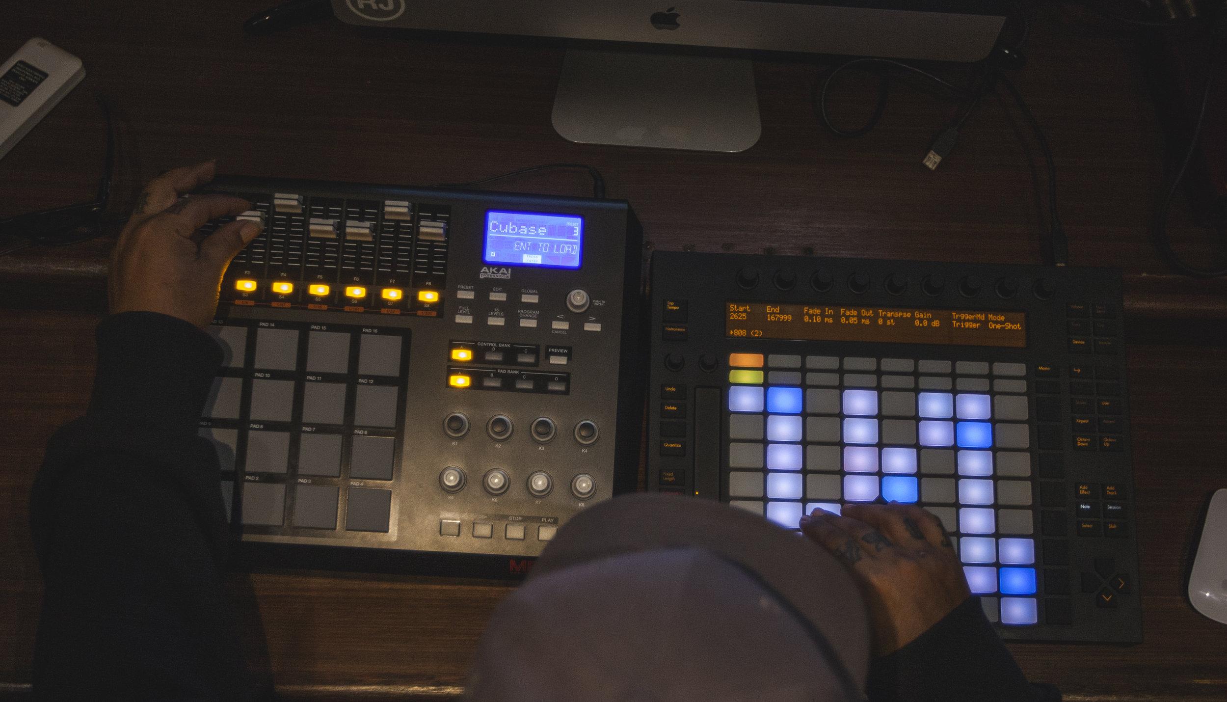 Controladoras - Ableton push controller Akai MPD 32 professional Akai