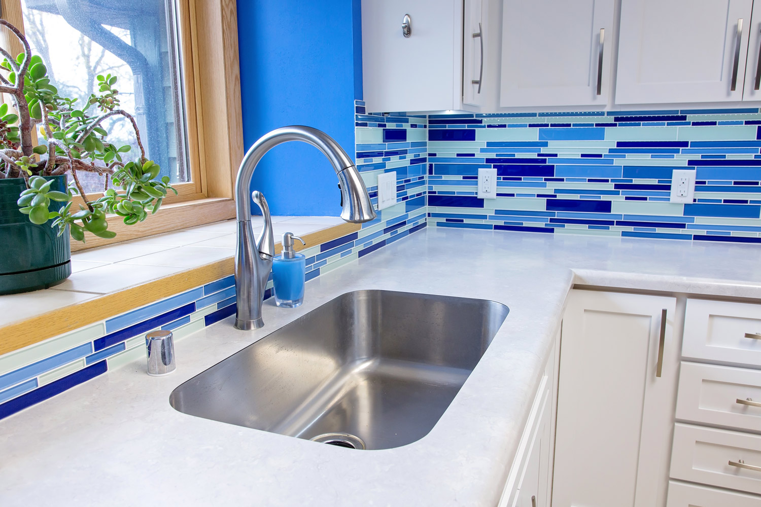 Single Bowl Stainless steel sink with Pull Down Kitchen Faucet