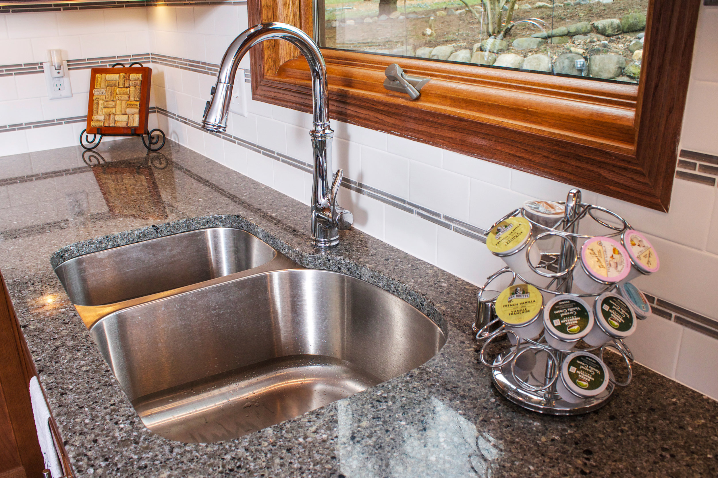 Chrome Kitchen Faucet With pull Down Sprayer and Granite Countertops