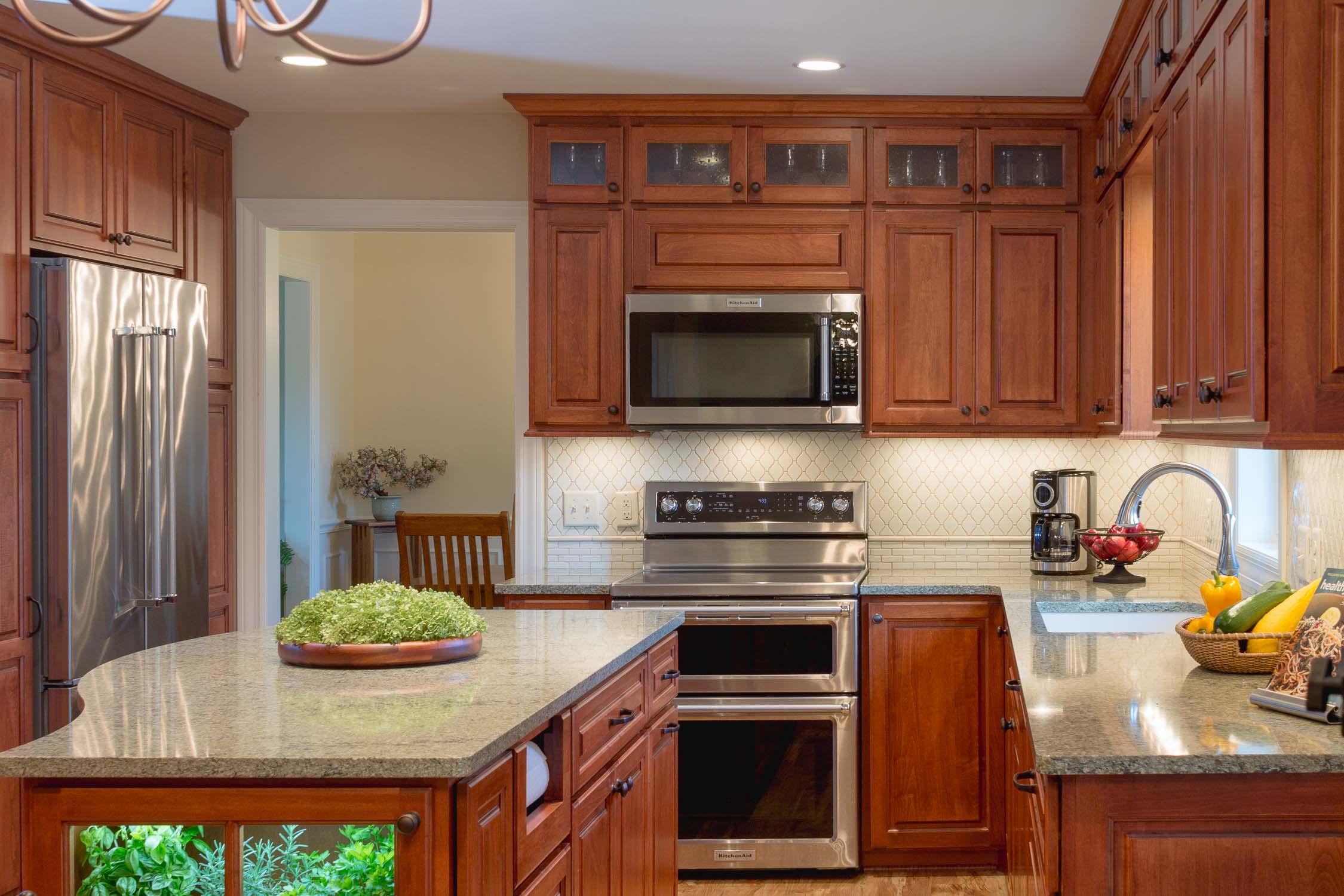 Traditional Kitchen Design with Six Burner Range