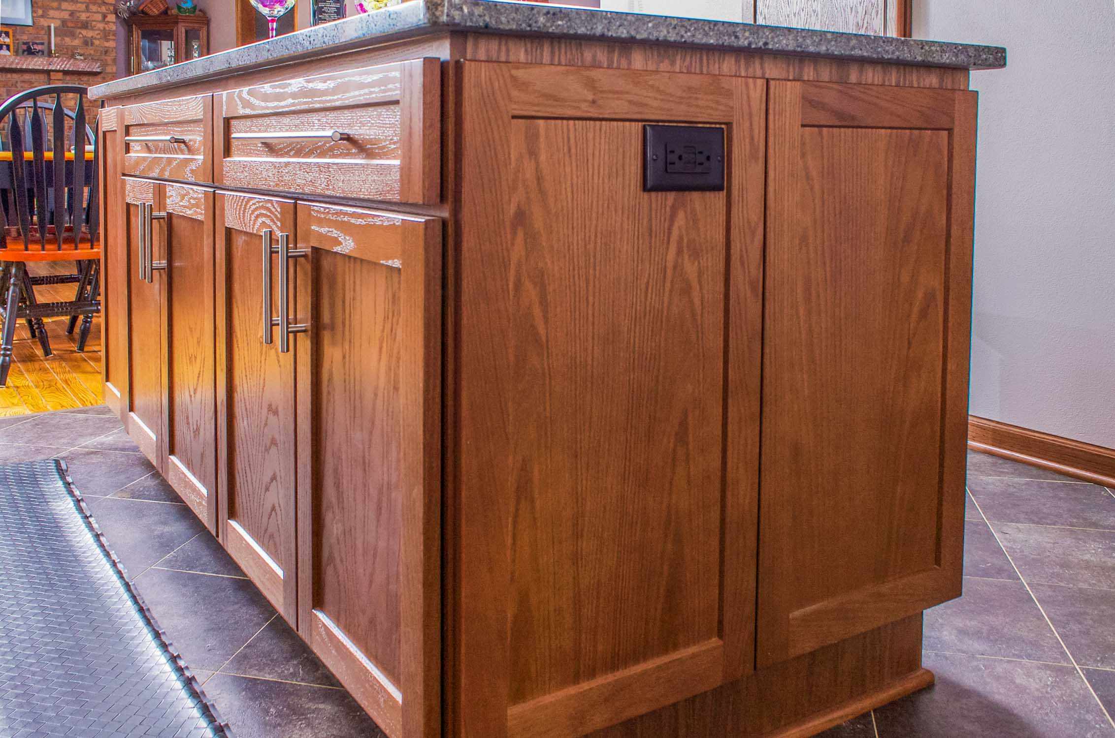 Linear Bar Pulls - Bar pulls provide a sleek and contemporary fair to this transitional kitchen remodel in DeForest, Wisconsin.