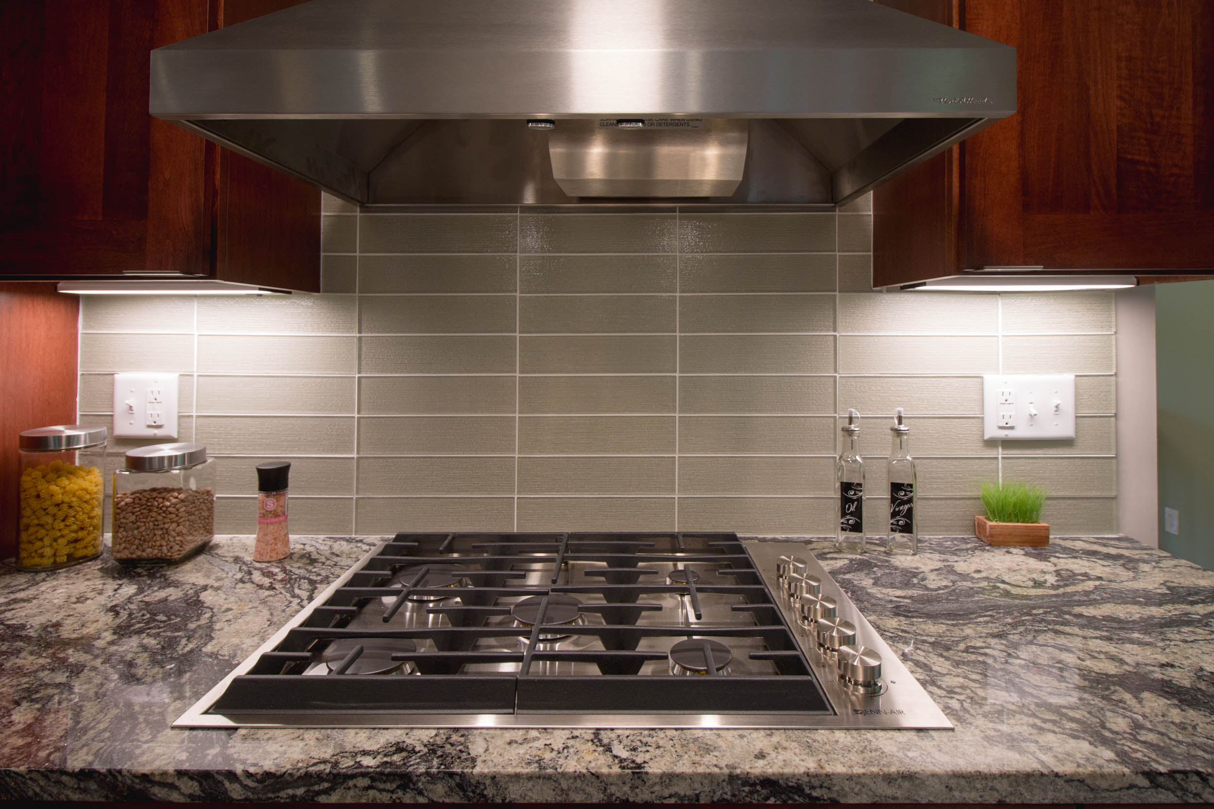 - This range hood was right-sized for the gas cooktop which it serves. PRO TIP: The lower you can place the range hood, the more odors and humidity it will be able to remove, using a lower fan speed.