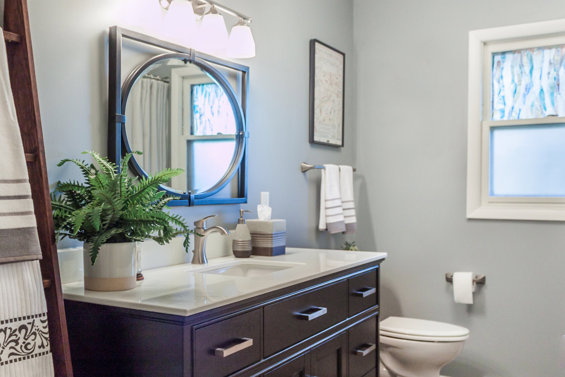 Small Bathroom Remodeling: Storage and Space Saving Design ...