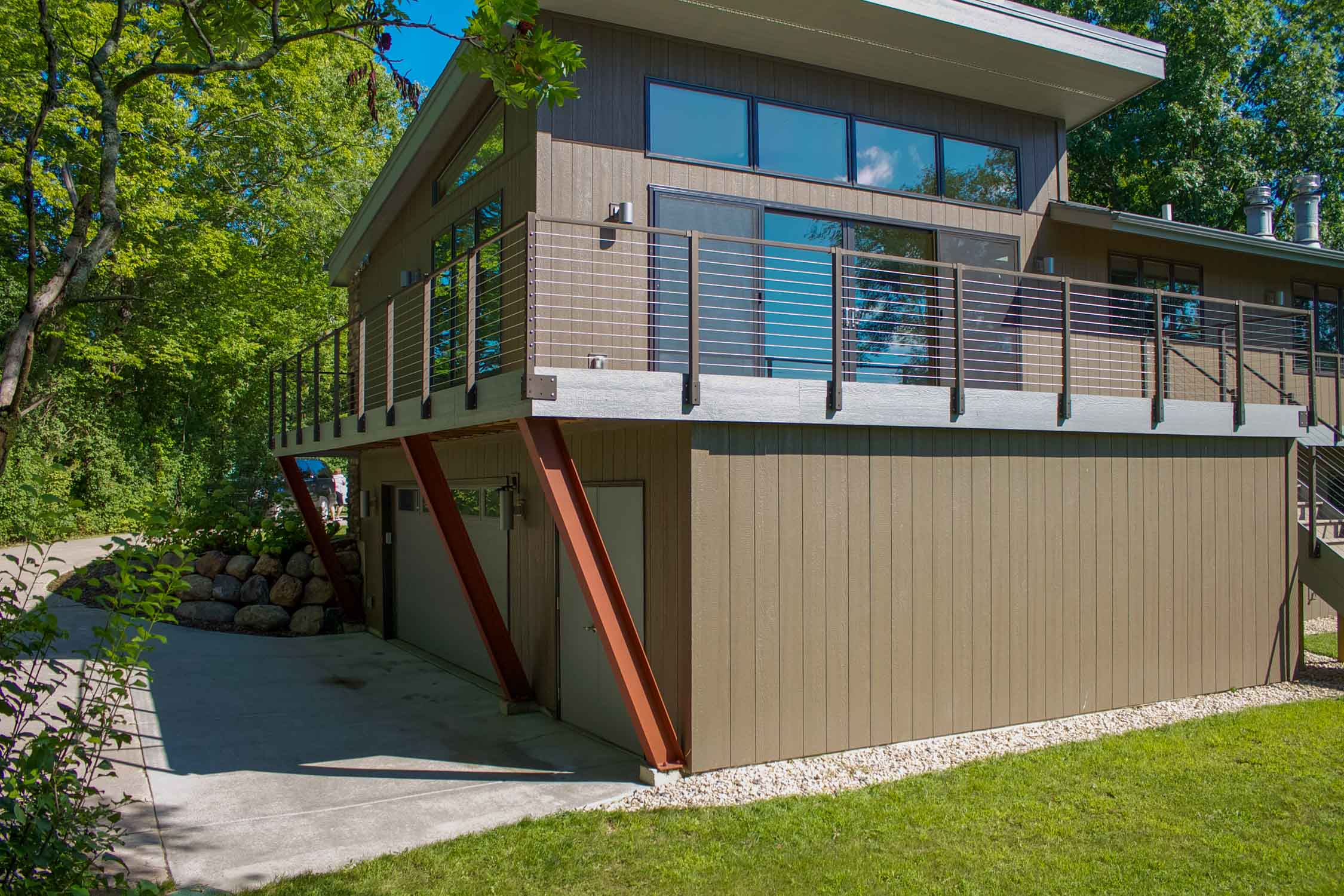 - This home in Westport, WI was updated with a garage addition. A split-entry or bi-level home, it was transformed to a contemporary masterpiece with large windows and extensive decks to take advantage of views.