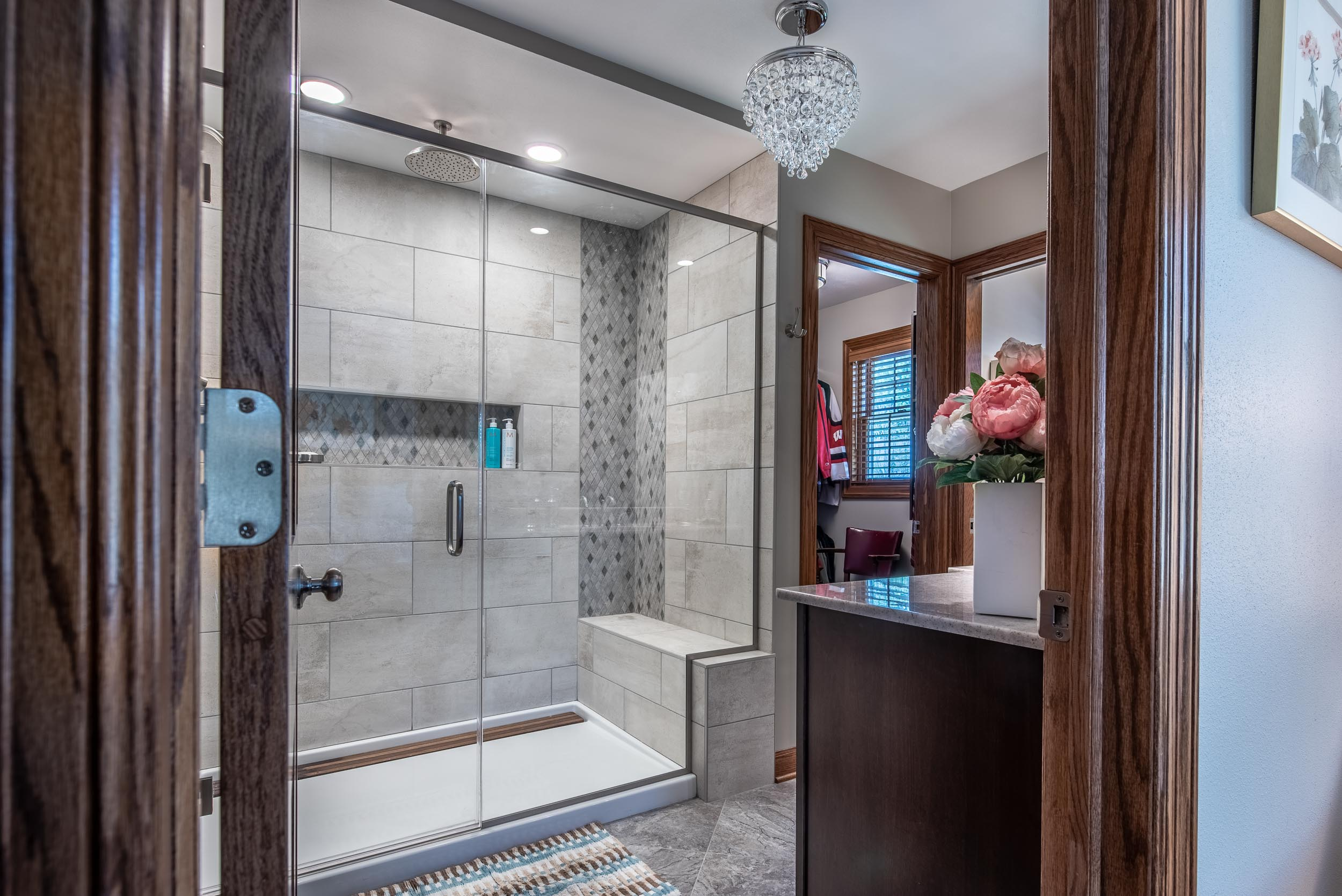 Master Bathroom Design With Walk-in Closet