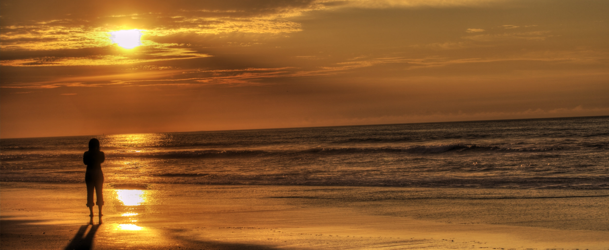 sunrise_on_the_beach_by_darkphoenix36-d4rskd2.jpg