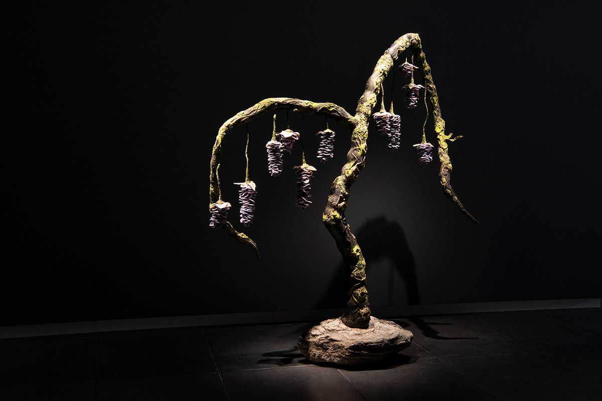 Wisteria, 2018 Blown and sculpted glass 93 x 86 x 36 inches