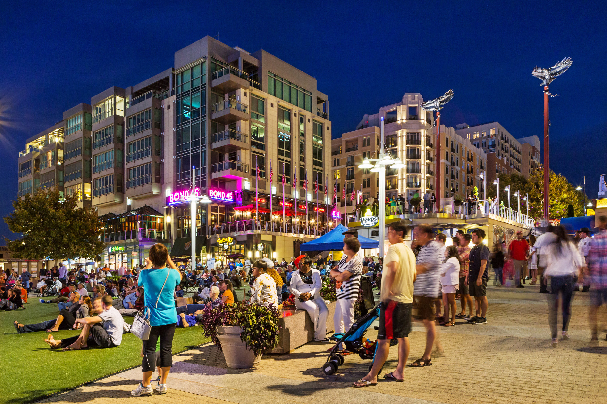 NATIONAL_waterfront crowd-DR.jpg