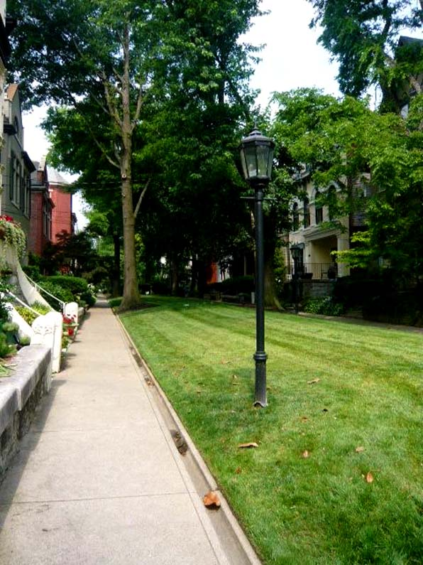 access to fronts of houses, pedestrian walk, Old Louisville