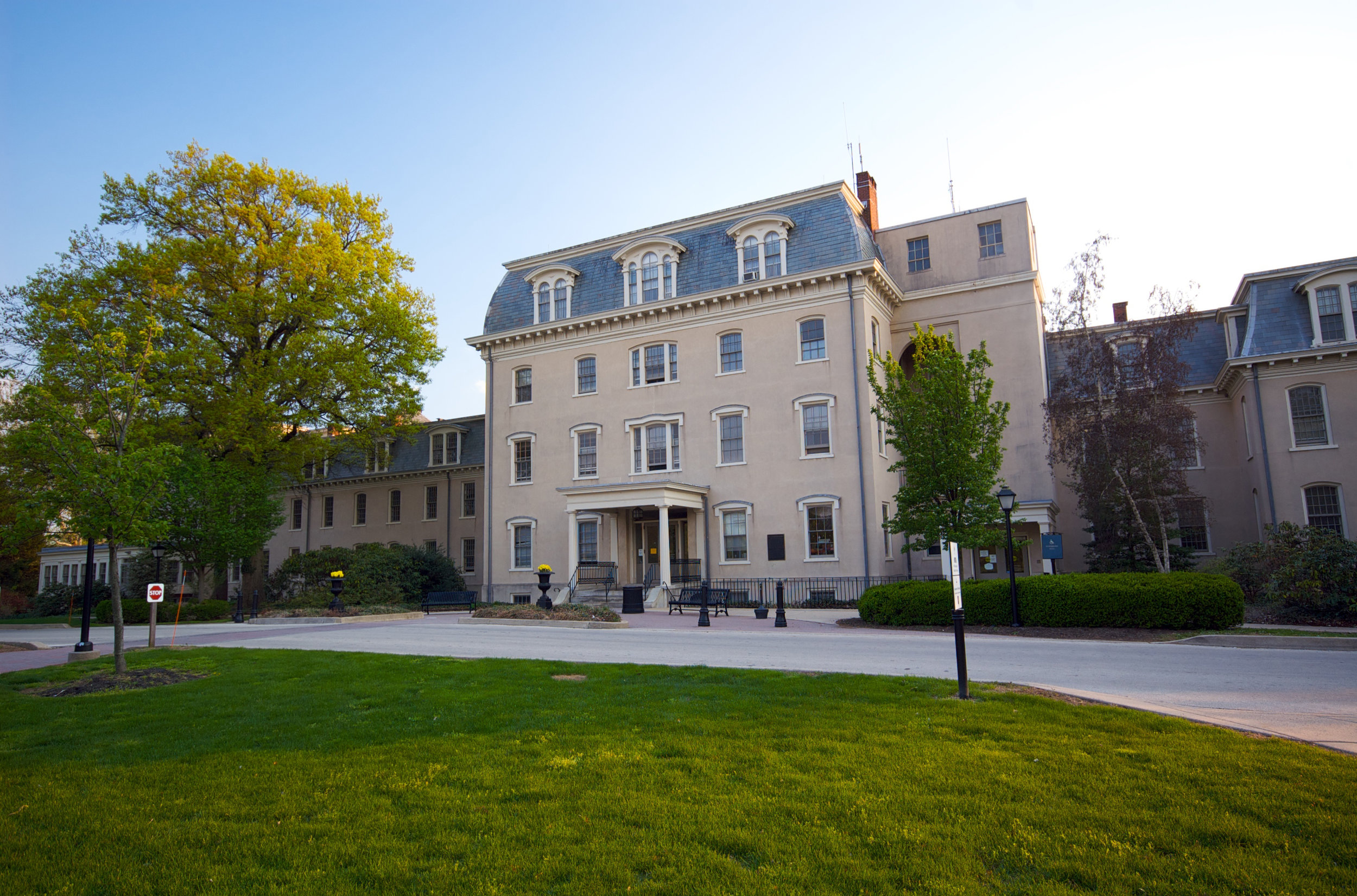 Friends Hospital was founded by Philadelphia Quakers in 1813, inspired by the Moral Treatment reforms pioneered at York Retreat and at Salpêtrière.